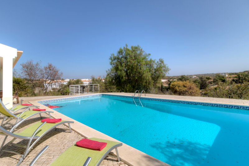 V3 Sidney - 3 bedroom villa w/ pool in Ferragudo, for 6 people, vacation rental in Ferragudo