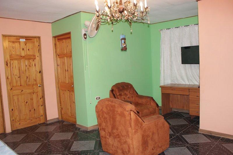 Apartamento Ejecutivo Equipado en Cañas, holiday rental in Canas