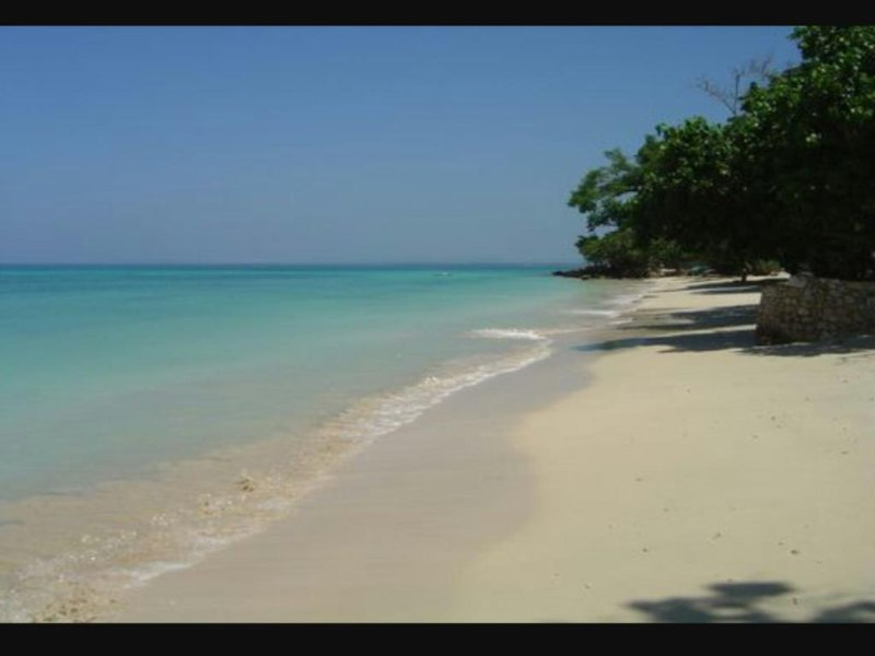 This is the Bluefields beach, one from the beaches you can visit from shades cottage.