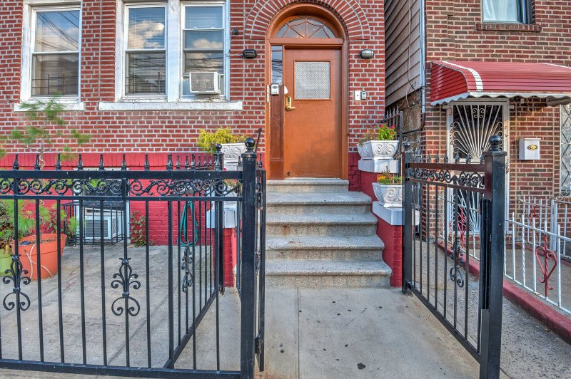 Enjoy easy access to all the Bronx and New York City have to offer.