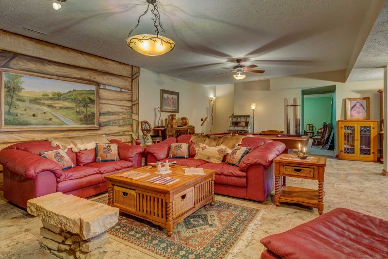 'The Retreat' Lewisburg Apartment on 130 Acres!, holiday rental in Russellville