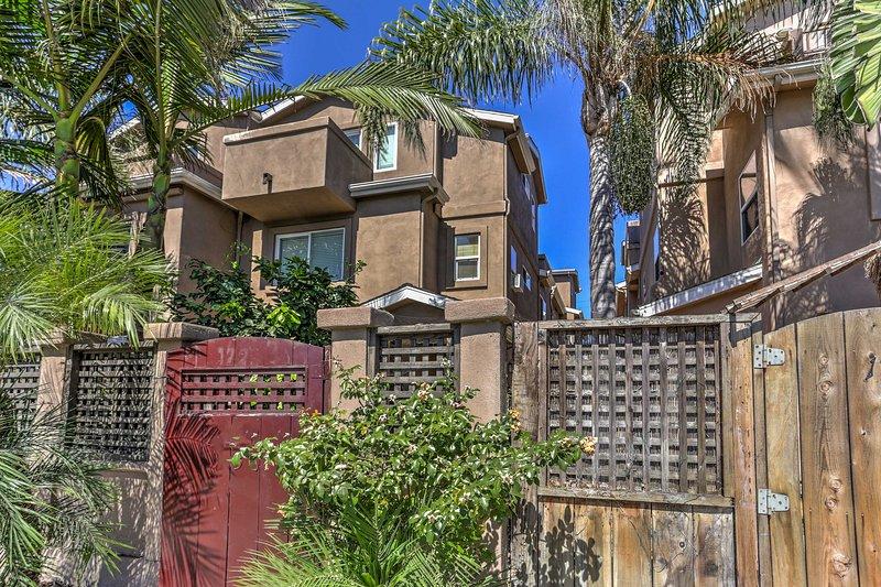 Beginnen Sie Ihr unvergessliches Southern California Wochenende in diesem 3-Schlafzimmer, 3-Bad Ferienhaus Ferienhaus im Pacific Beach!