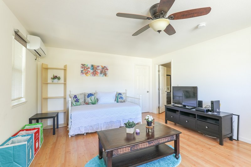 The openness of the living room space gives a relaxed atmosphere. The living room is fully furnished