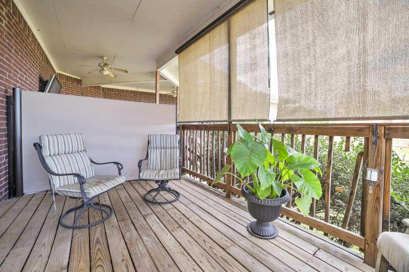 Relax with a bottle of wine on the deck, nestled in the heart of Fayettville!