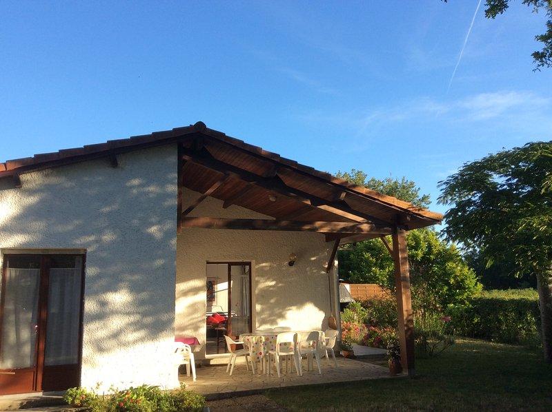 Komfortables Ferienhaus, ideal für Großfamilie oder Zwei Familien mit Kindern, vacation rental in Gastes