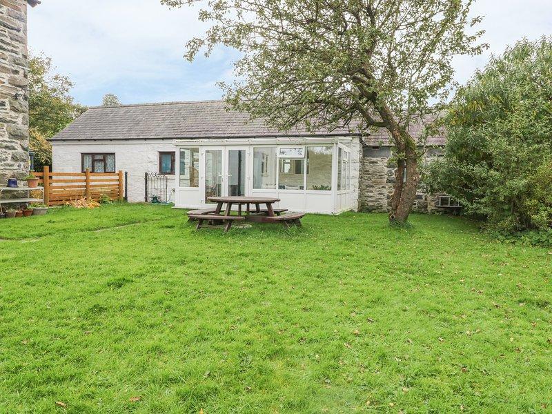 DYFFRYN BACH, traditional bungalow, conservatory, modern kitchen,near Corwen, vacation rental in Llandrillo