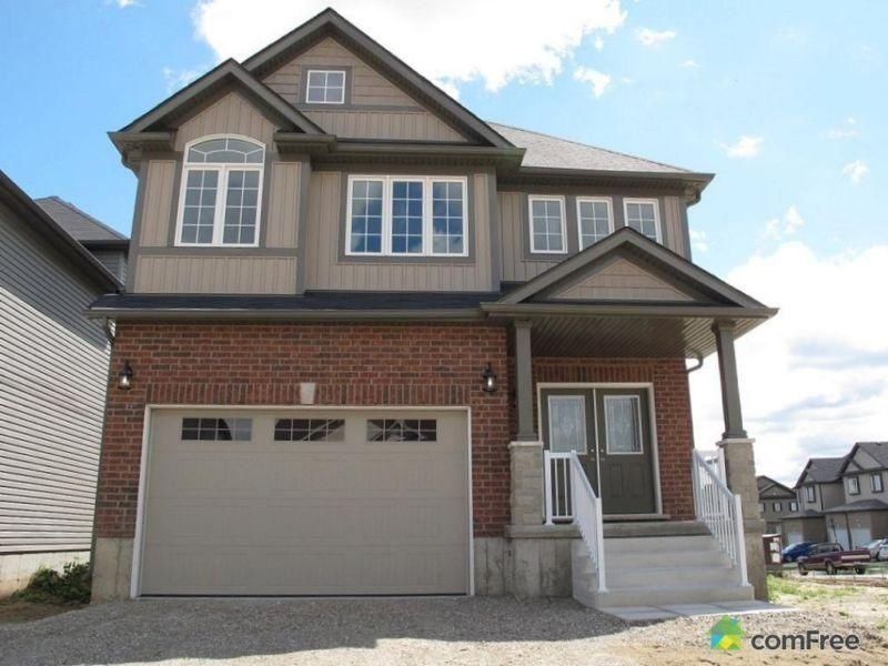 Fully Furnished House with Five Bedrooms, aluguéis de temporada em Guelph