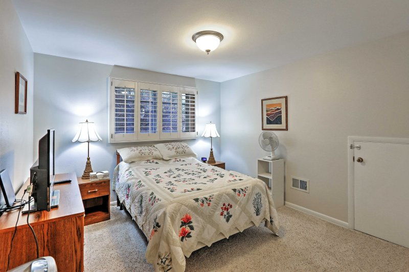 Get a good night's sleep in this plush full-sized bed before a long day spent in the mountains.