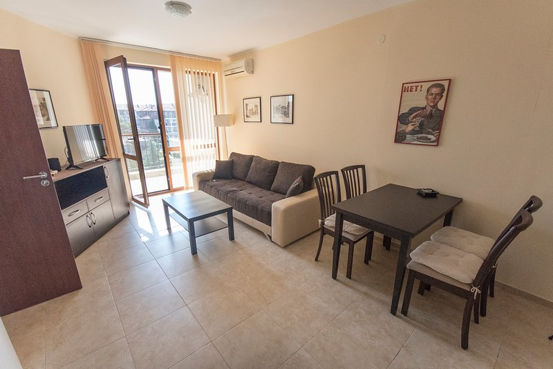 Pool-view 2-BDR apartment close to beach, vacation rental in Nessebar