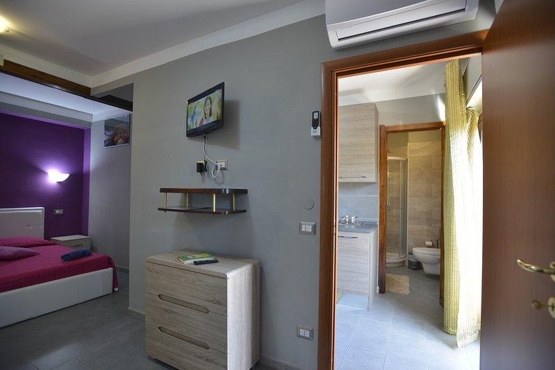 Ver descripción general de habitaciones, baño, cucina.aria cond. TV