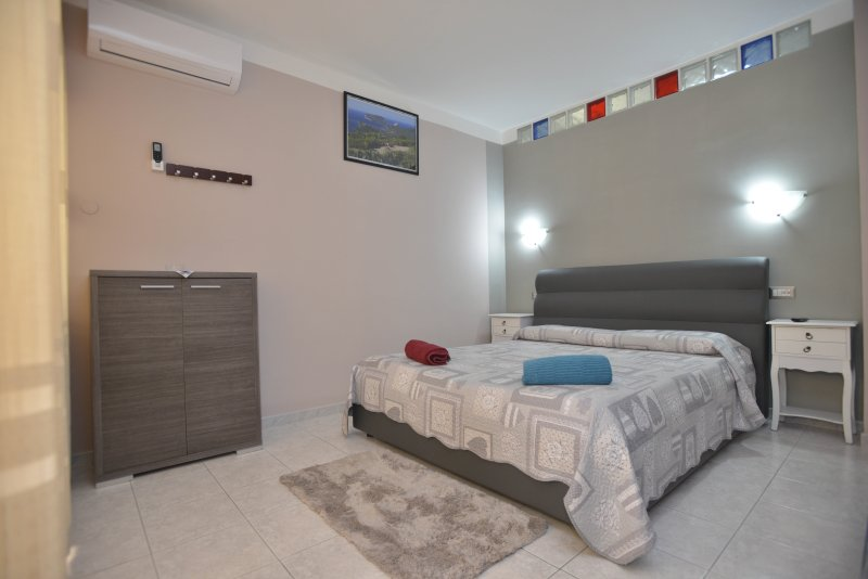 Appart. max 5 pers. 1 Double., 1 lettin. 1 sofa bed 2 pers.Bagno and private kitchen, bathrooms rich.2
