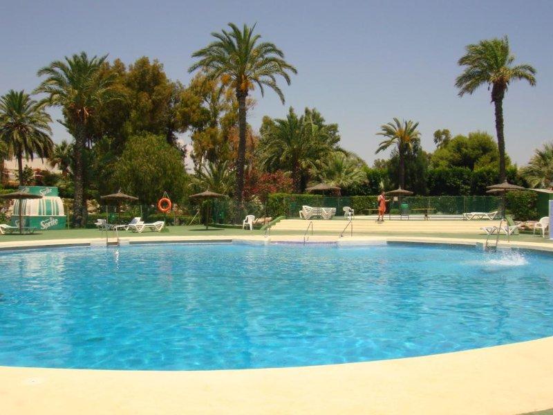 CASA EN BAJO,CON GRAN TERRAZA, PISCINA,PUERTO REY, vacation rental in Playas de Vera