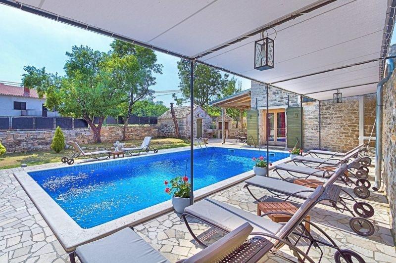 Villa CasaDea, alquiler de vacaciones en Gracisce