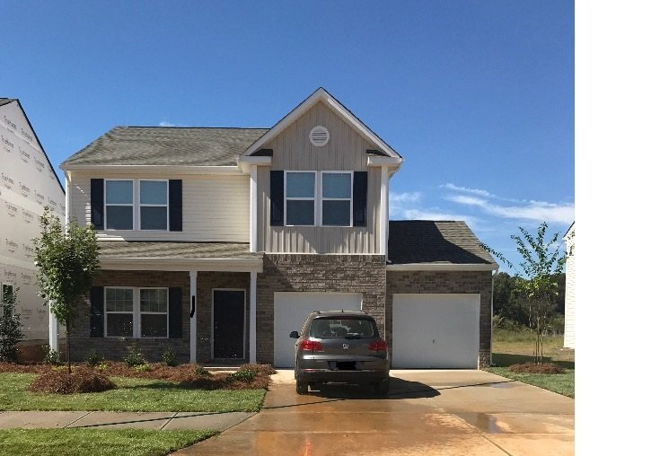 New 3BR & 3BA !No Smoking!Pets $40! A single family home in convenient location., holiday rental in Winston Salem