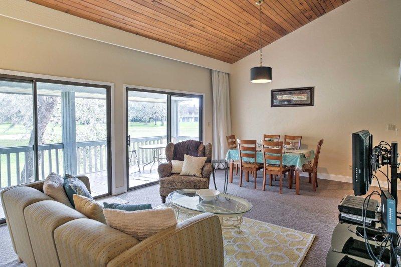 Upplev Sunshine State från denna 2-sängs Haines City semester hyra lägenhet!