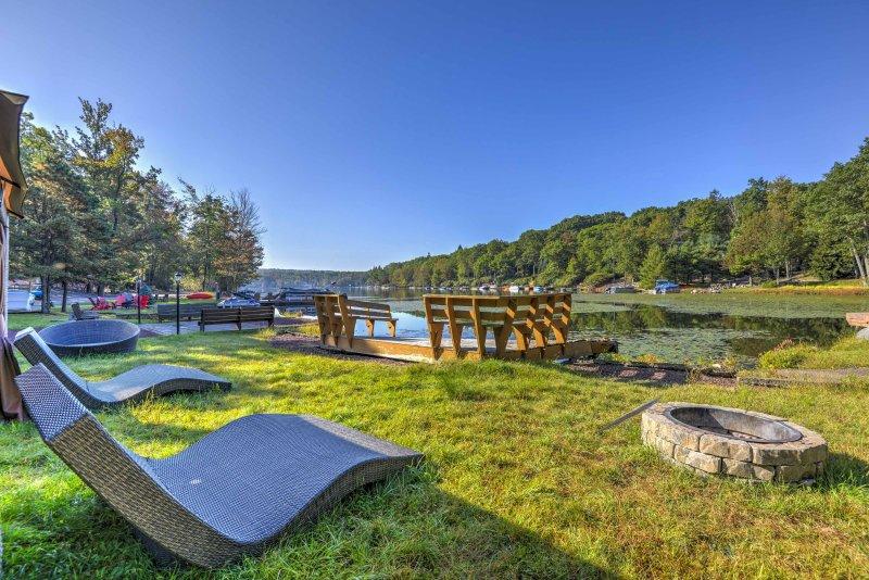Traiga a su familia en una lujosa escapada a Lake Harmony en este alquiler de vacaciones.