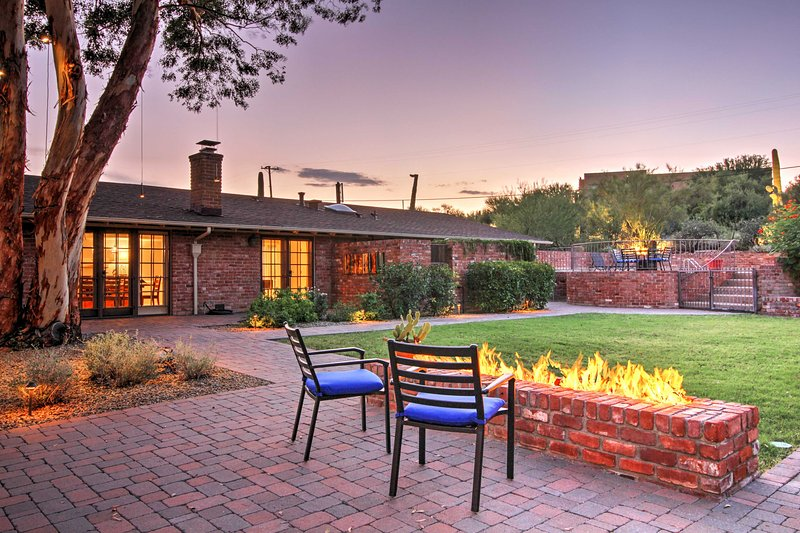 Your getaway to Tucson awaits at this 2-bed vacation rental w/outdoor amenities.