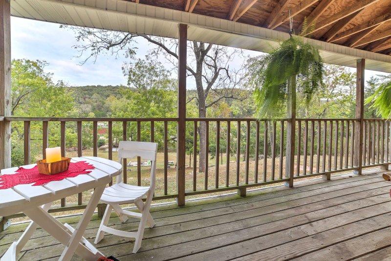 Bruno Historic 'Hampton Creek Hideaway' w/2 Acres!, vacation rental in Yellville