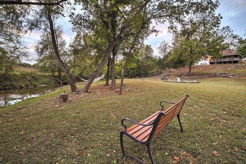 Con un gran espacio al aire libre, 'Hampton Creek Hideaway' es una joya que no olvidará.