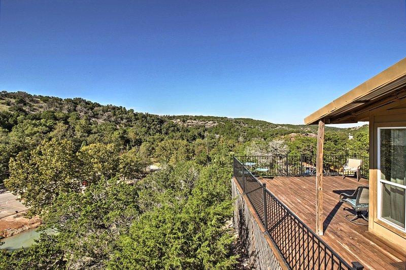 La experiencia de las espectaculares maravillas escénicas del centro-sur de Oklahoma durante su estancia en este 1 dormitorio, 1 cuarto de baño cabina de alquiler de vacaciones en Turner Falls Park.