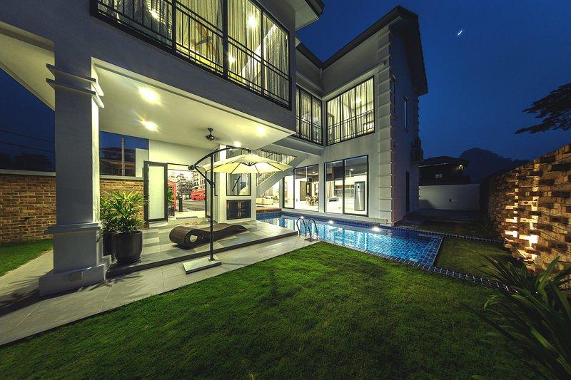 Atlantis Pool Villa Tambun Ipoh, holiday rental in Batu Gajah