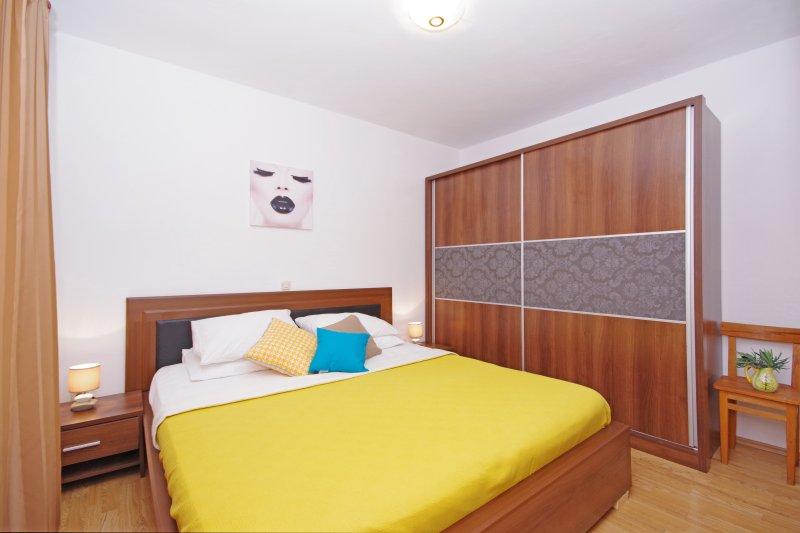 NOVALJA - ZRCE - B1 (with 2 bathrooms), casa vacanza a Novaglia