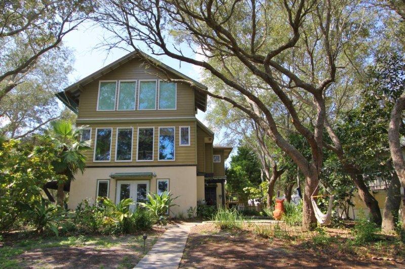 BLake House - Lakefront home on Eastern Lake