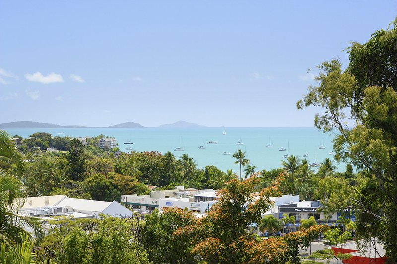 Airlie Harbour Apartment - Airlie Beach, vacation rental in Airlie Beach