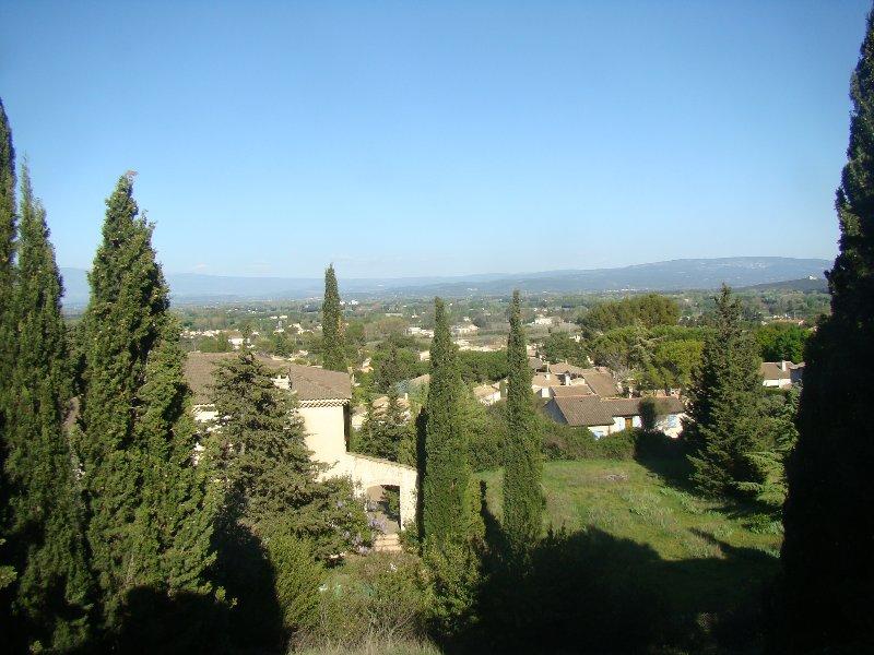 T2 Lilas au 1er étage d'un mas en Provence, vue sur Mont Ventoux, holiday rental in Saint Saturnin les Avignon