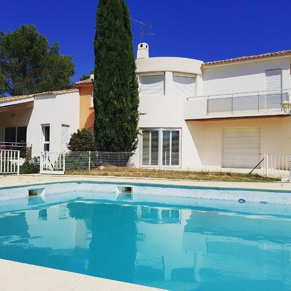 Au calme 110m2 dans parc d'un hectaure+ piscine à 12 Km de la Mer et Montpellier, alquiler vacacional en Cournonsec