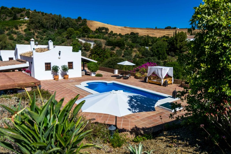 Finca Alhaurin Sefardi - Luxury - 30 Min's from Malaga, Marbella & The Coast, holiday rental in Alhaurin el Grande