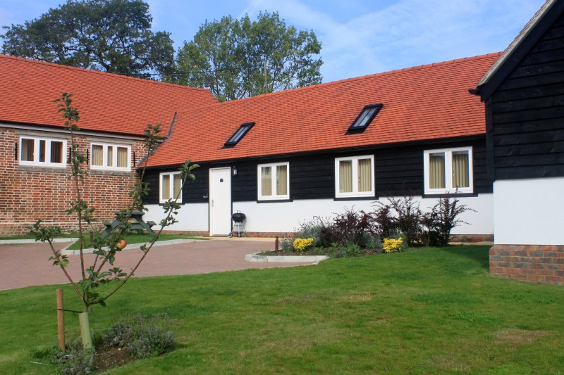 4 ABBEY VIEW HOLIDAY COTTAGE, holiday rental in Robertsbridge
