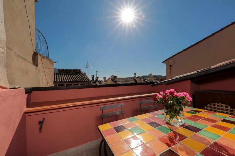 Impostazione del sole sul terrazzo