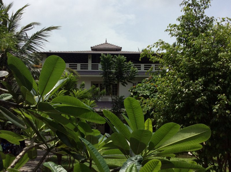 The front elevation of Inn Mangalath. The Inn is immersed in greenery