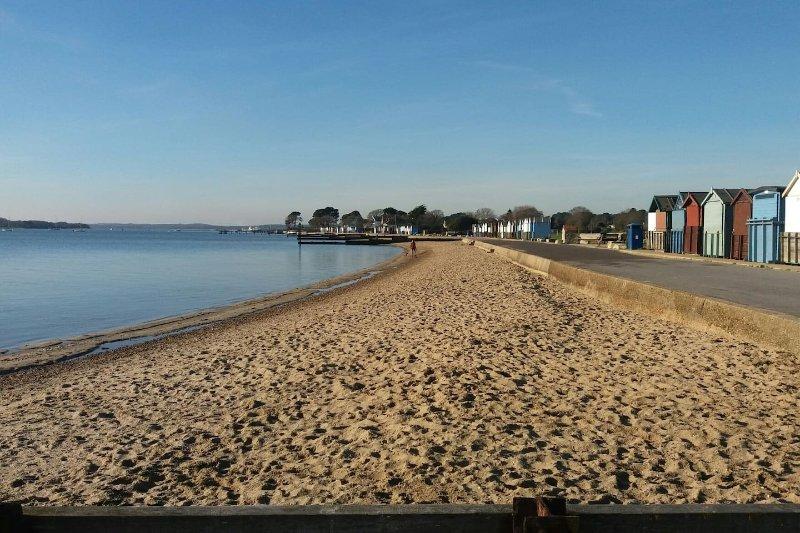 Hamworthy beach 3 mins from the apartment