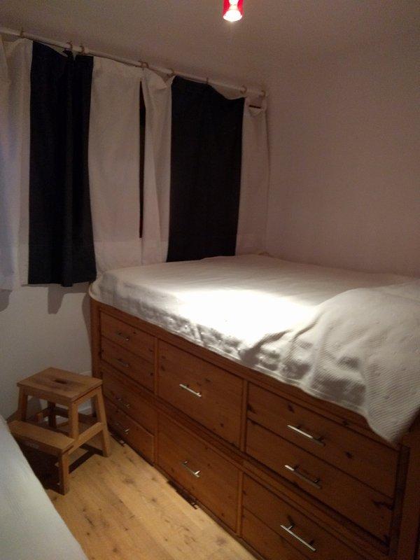 1 quarto com uma cama de 0,90x2,00 e uma cama de 1,40 X2,00