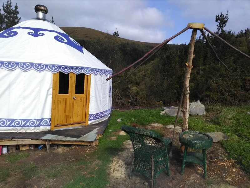 Secret floW Mountain Resort - Off-grid Eco-Yurt, holiday rental in A Pontenova