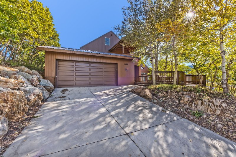 Park City Eagle View with 2-Car Garage