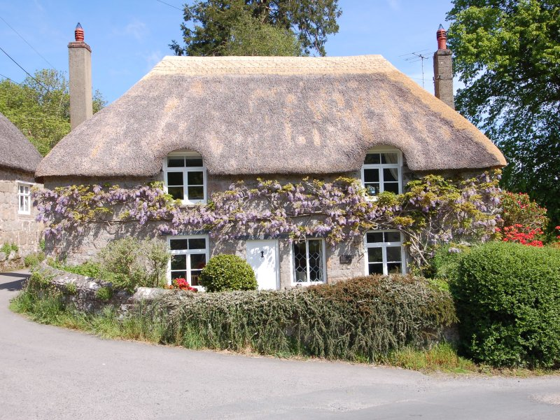 THORN COTTAGE, thatched cottage, in Chagford, Dartmoor National Park, Ref 967324, vacation rental in Moretonhampstead