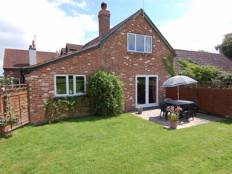 ORCHARD COTTAGE, smart cottage well placed for exploring East Devon., holiday rental in Bradninch