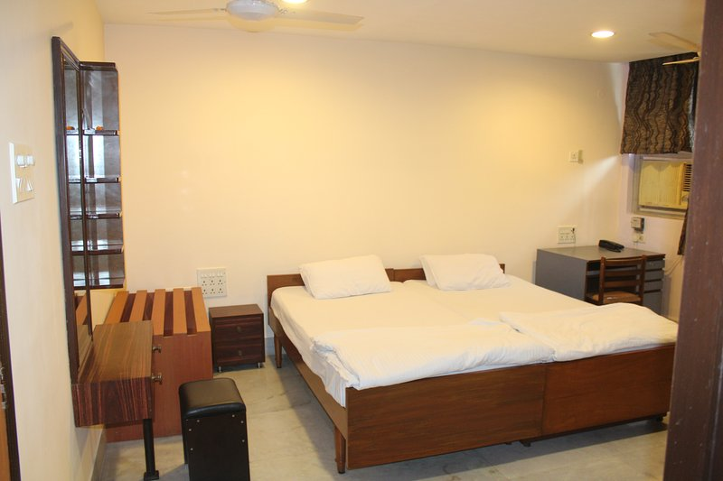 Service Apartments 2 BHK Park Street, holiday rental in Kolkata (Calcutta)