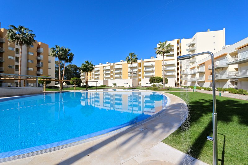 Moura Praia, CD 165 | Walking Distance | Rooftop, holiday rental in Vilamoura