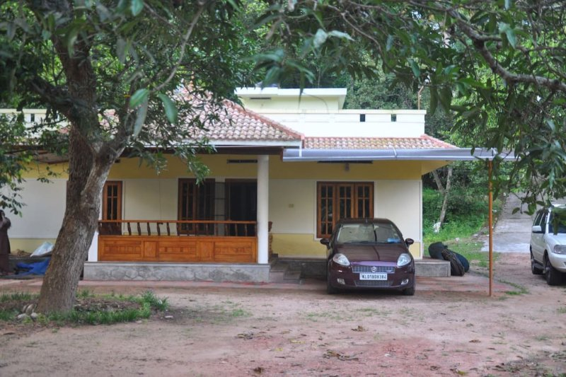 Calm Lake-View - Room 2, vacation rental in Punalur