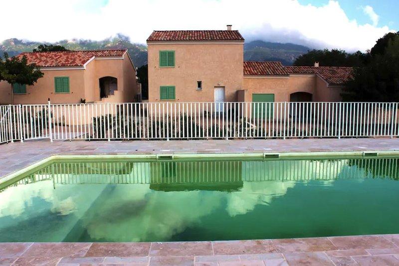 Villa Carla avec piscine partagée, alquiler vacacional en Biguglia