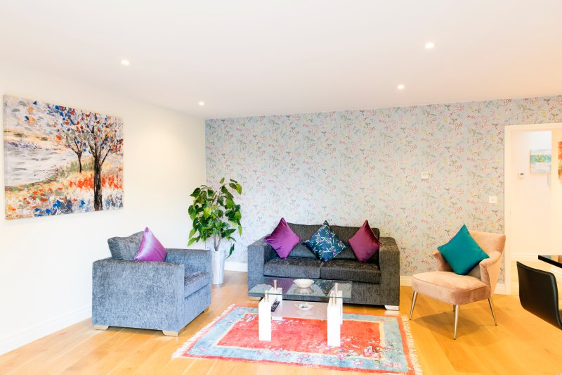 City Centre Penthouse with Terrace 5 mins walk to Colleges & Sleeps 6, holiday rental in Trumpington