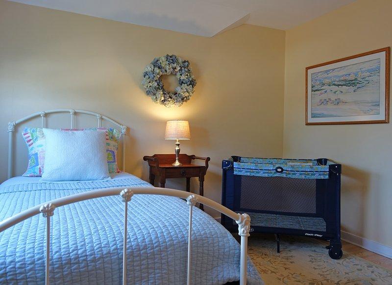 # 2 Schlafzimmer mit der Pack-and-Play-Option.