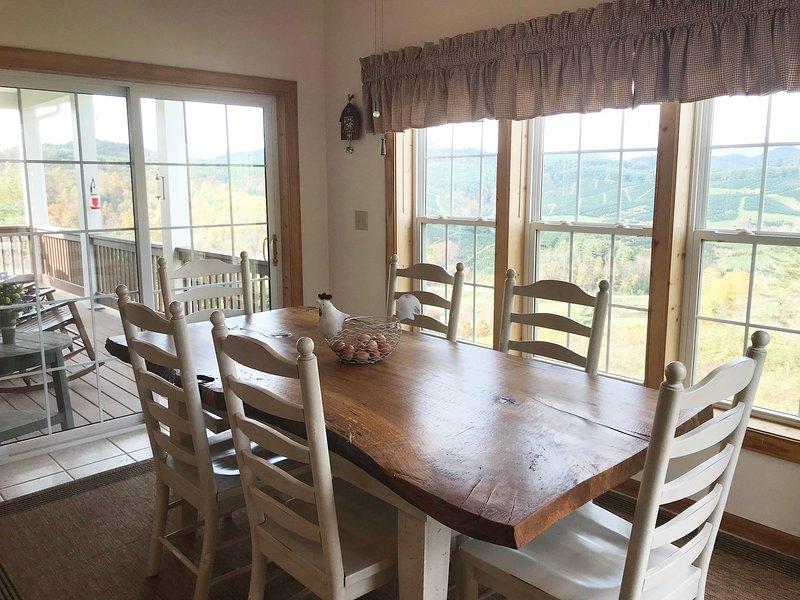 Salle à manger 11 Sits; 6 chaises et 3 banquette