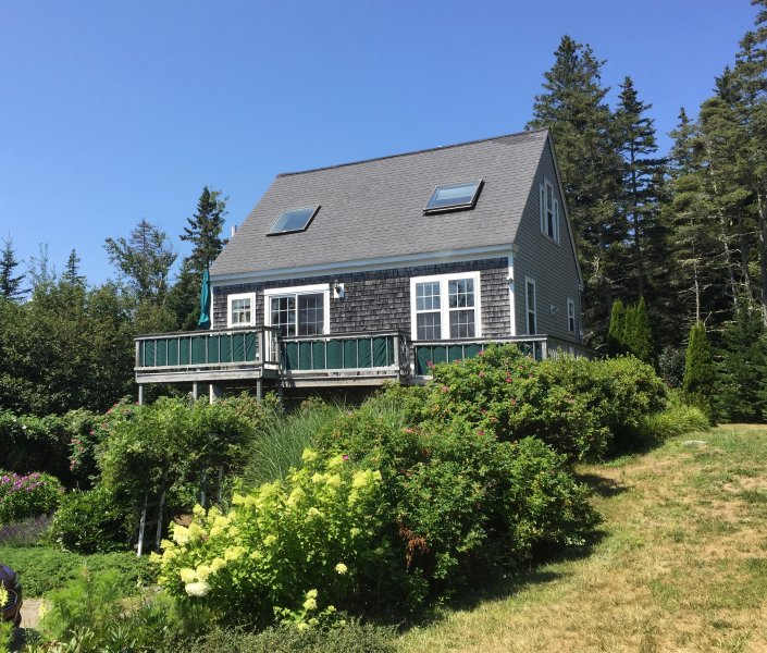 Charming Cottage Great Ocean Views Near Acadia, holiday rental in Mount Desert Island