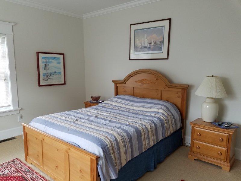 Mestre quarto com cama queen size, tv no quarto
