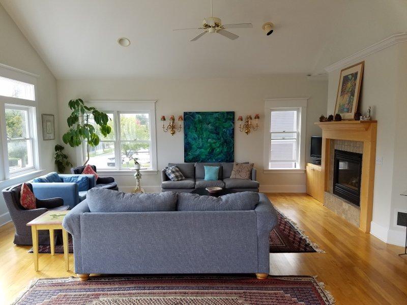 Wohnzimmer mit Gas-Kamin
